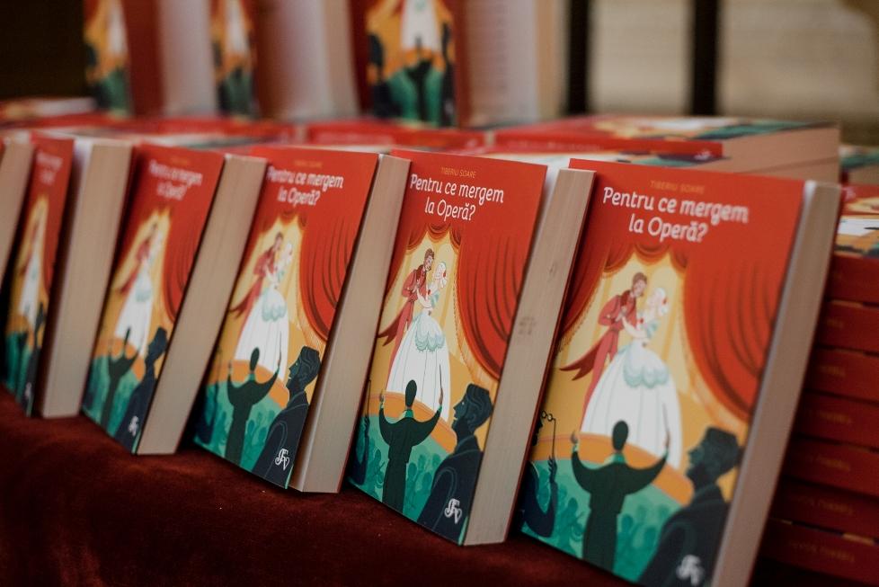 """Cartea """"Pentru ce mergem la Opera?"""",  de dirijorul Tiberiu Soare vine la Sibiu"""