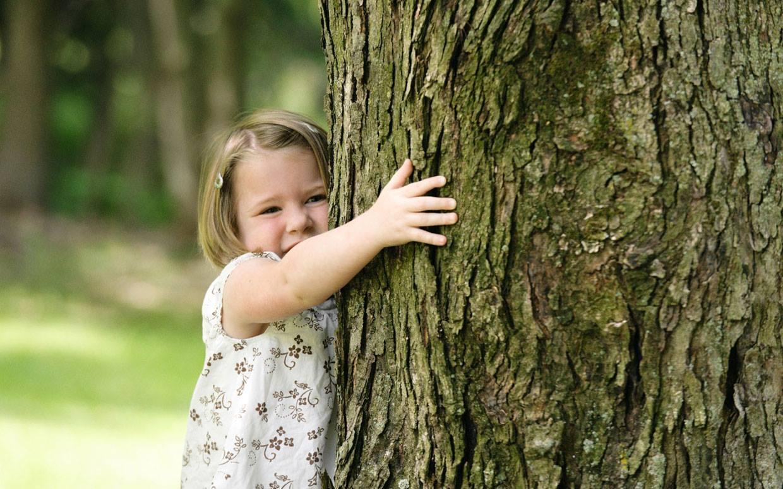 La-mbrățișat de copaci