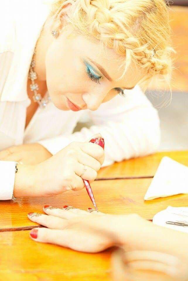 Tatuaje temporare cu henna