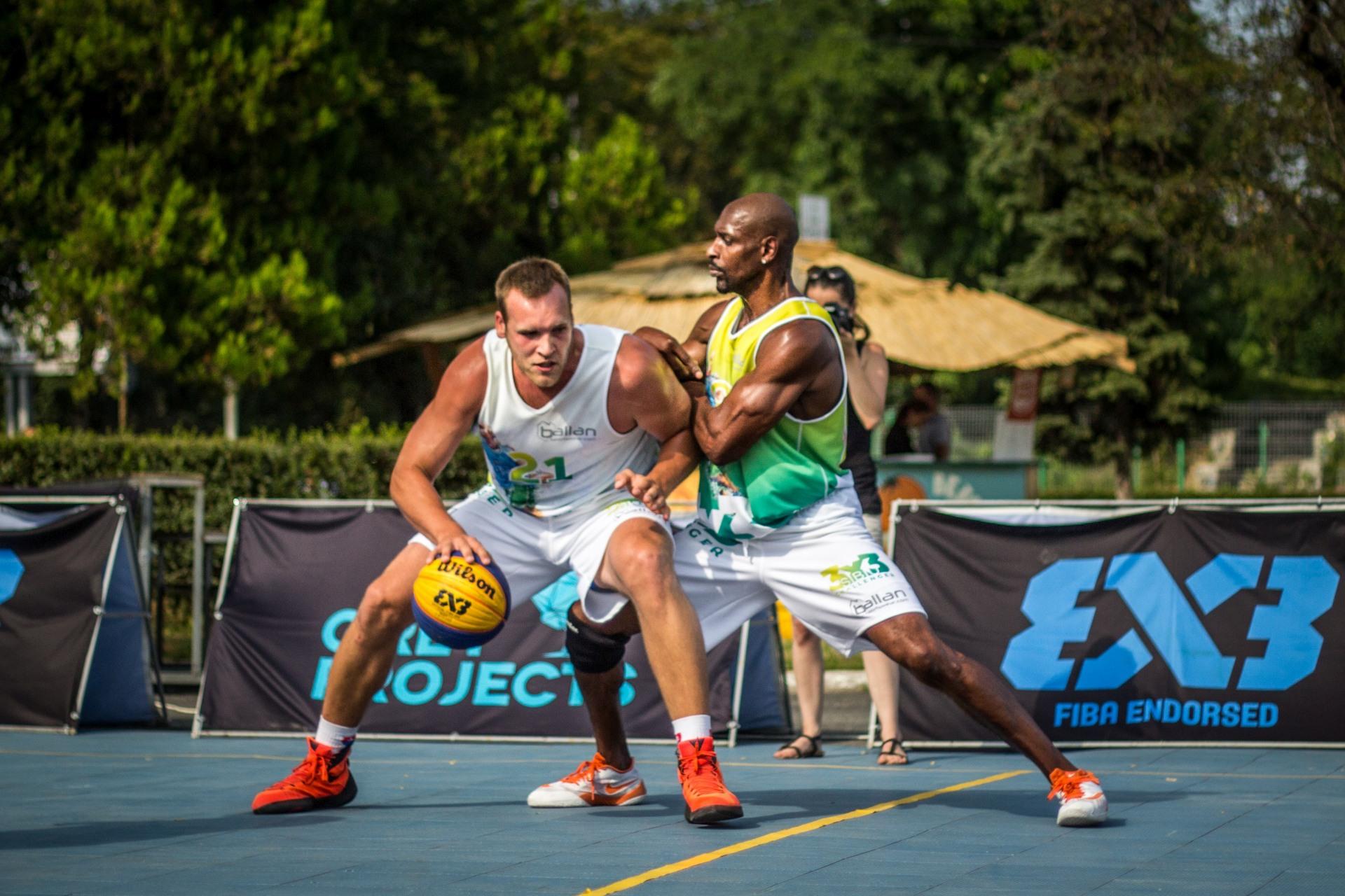 Peste 250 de sportivi amatori și profesioniști joacă baschet 3x3, timp de patru zile, la Sibiu