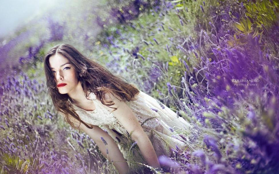 Feminitate și aromaterapie. Feminitate în esențe!